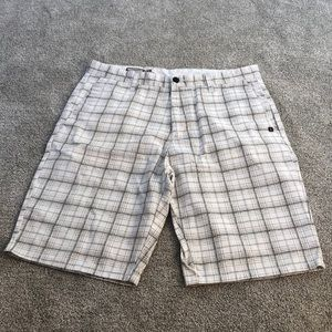 💃🏼 2/$45 men's size 33 Volcom shorts